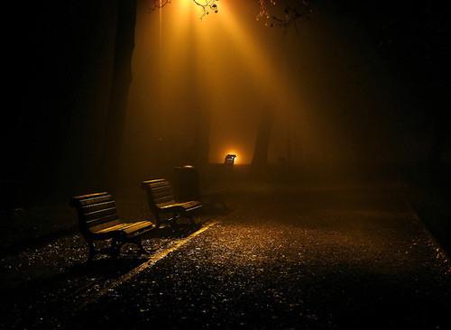 Pod skomírající žárovkou – Kapitola 3